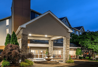 holiday-inn-express-chapel-hill-5573552133-2x1